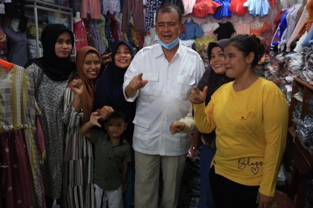Nasrul Abit bertemu dengan warga Pesisir Selatan