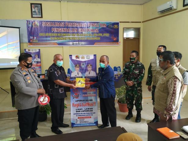 Asisten III Setdako Payakumbuh, Amriul Dt. Karayiang (dua dari kiri).
