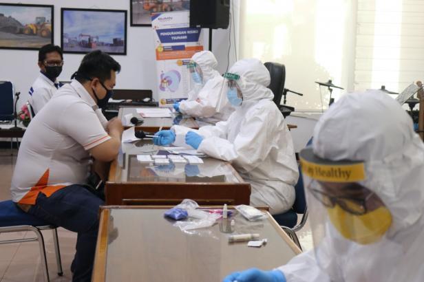 Pekerja IPC Teluk Bayur Saat Ikuti Rapid Test