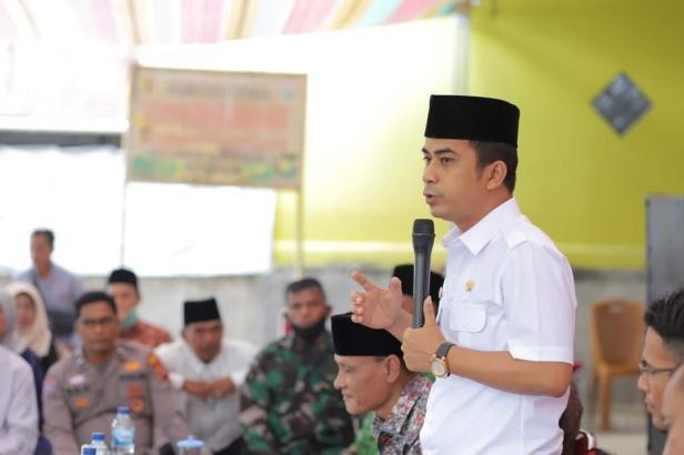 Wakil Wali Kota Solok, Dr. Ramadhani Kirana Putra mengajak RT, RW dan Linmas membangun kelurahan