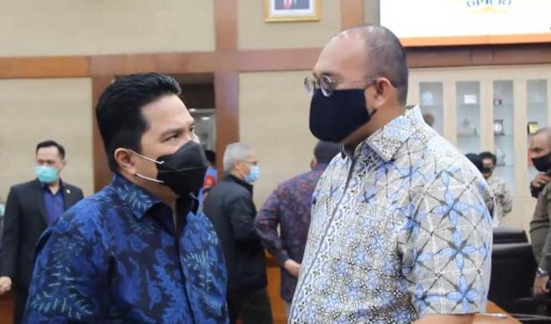 Anggota DPR RI Andre Rosiade saat berdialog dengan Menteri BUMN Erick Thoir