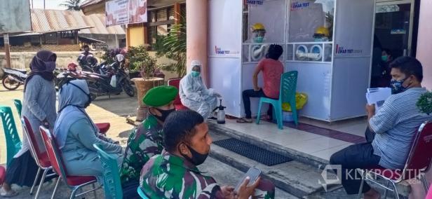 Suasana kegiatan swab massal di Kecamatan Harau