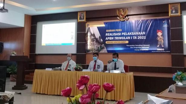 konferensi pers realisasi pelaksanaan APBN Triwulan I TA 2020/2021 di Padang, Senin, 19 April 2021