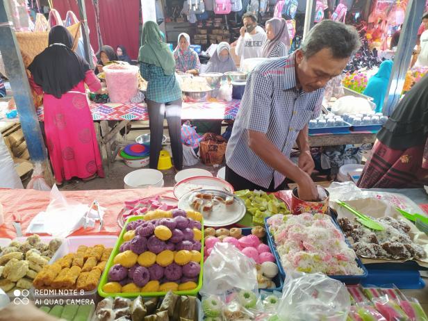 Pedagang makanan di Maninjau, Kabupaten Agam, Sumatera Barat