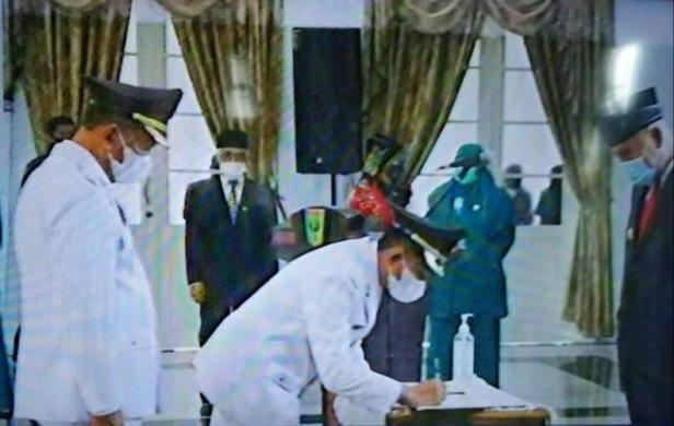 Saat pelantikan Rusma Yul Anwar-Rudi Hariansyah jadi Bupati dan Wabup Pessel disaksikan secara virtual dari Audotorium Kantor Gubernur Sumbar di Padang