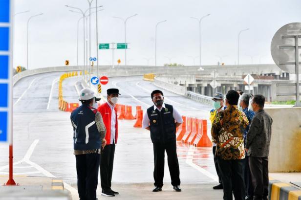 Presiden Jokowi saat peresmian di Gerbang Tol Kramasan, Ogan Ilir, Sumatera Selatan