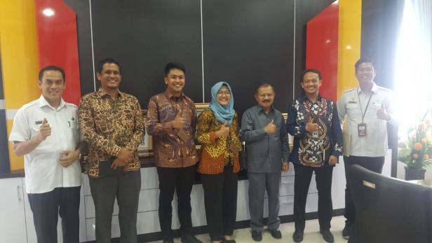 Bupati Ali Mukhni menerima Tim Pemeriksaan interim dari BPK RI Perwakilan Sumbar di Ruang kerjanya.