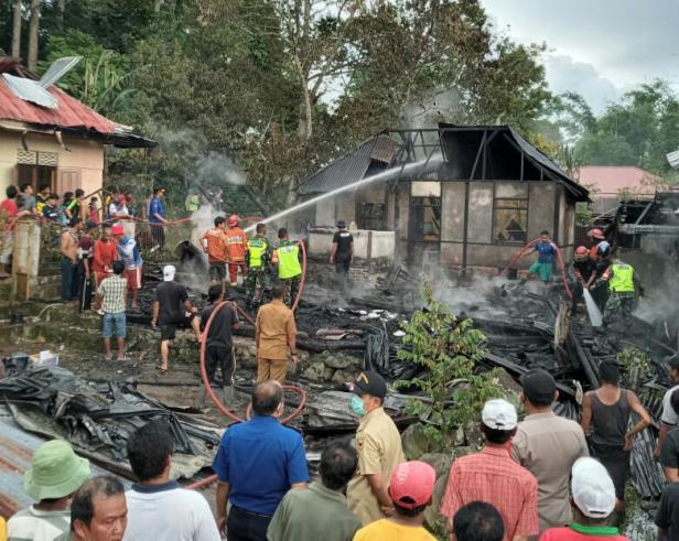 Kebakaran rumah di Nagari Sawah Tangah, Kecamatan Pariangan, Tanah Datar