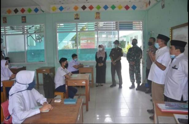 Sekolah tatap muka tingkat SLTP di Tanah Datar dimulai
