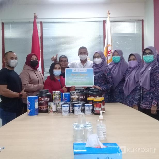 SPH Serahkan Donasi Suplemen dan Vitamin untuk Atlet Sumbar yang Akan Bertanding di PON XX Papua