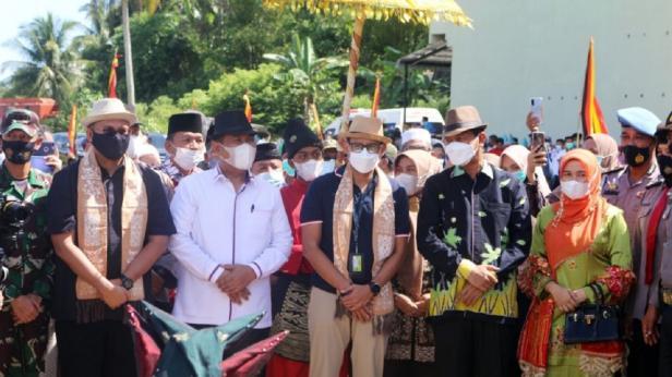 Sandiaga Uno saat berkunjung ke Pariaman.