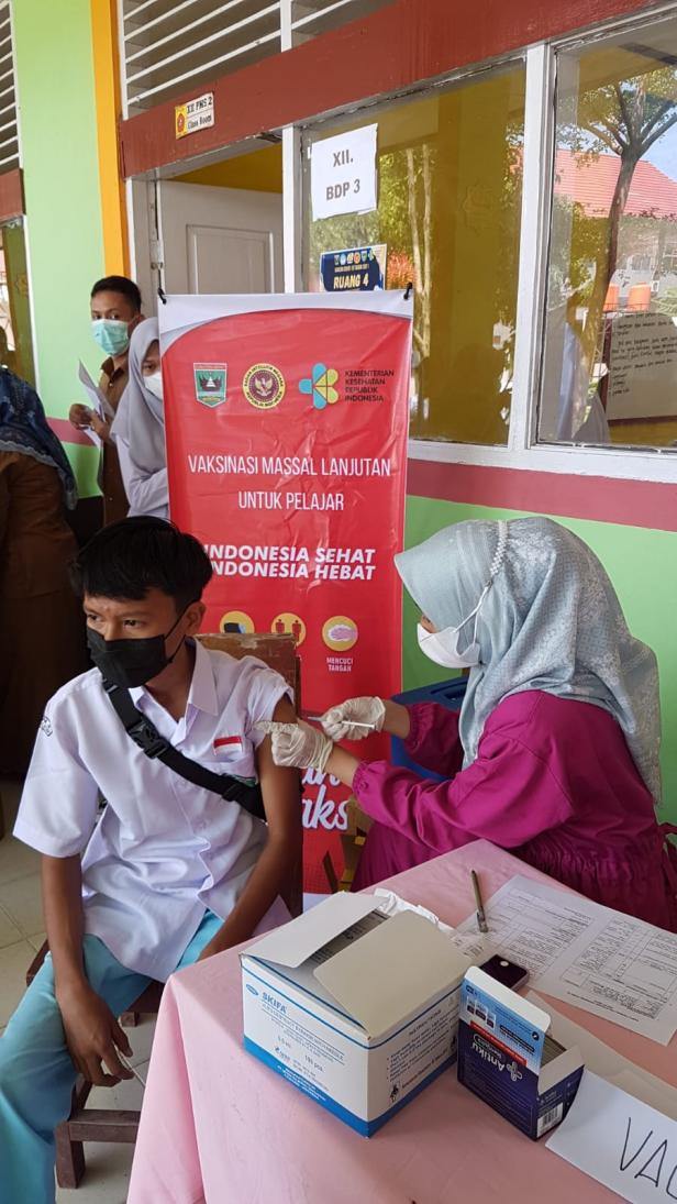 Vaksinasi Massal Lanjutan Untuk Pelajar dan Masyarakat  door to door di Pesisir Selatan