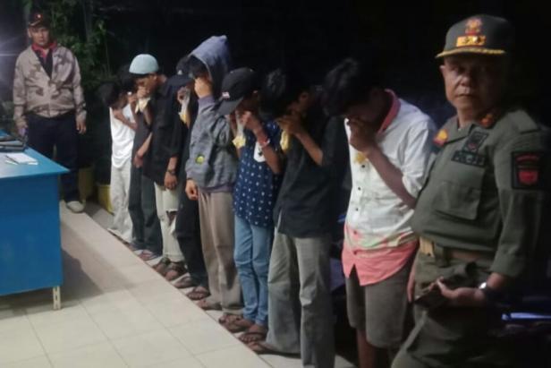 Delapan remaja yang diamankan saat pesta ngelem