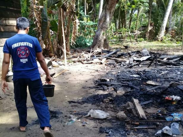 Kondisi puing sisa rumah yang terbakar di Amping Parak Pessel
