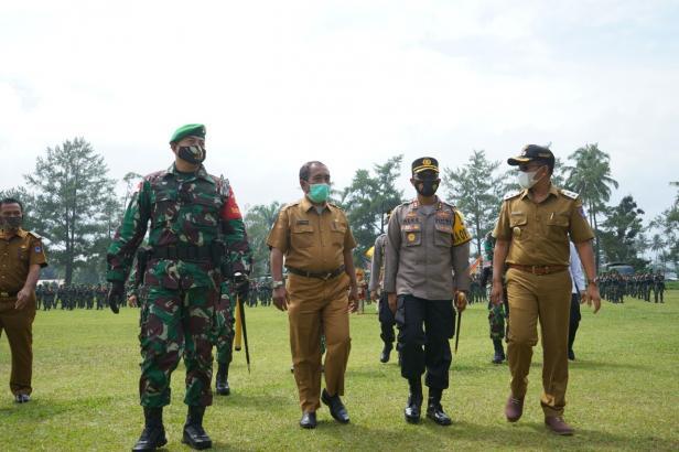 Pelepasan  450 prajurit TNI yang bertugas di Yonif 131/BRS, Payakumbuh.
