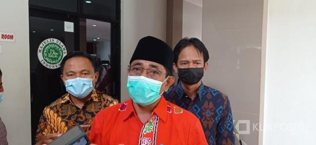 Ketua Bawaslu Sumbar, Surya Efitrimen didampingi Ketua Bawaslu Kabupaten Lima Puluh Kota dan Kota Payakumbuh.