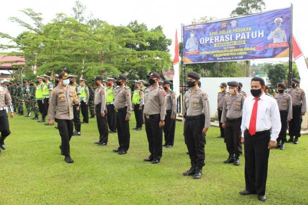 Kapolres Sijunjung, AKBP. Andry Kurniawan saat memastikan kesiapan personel