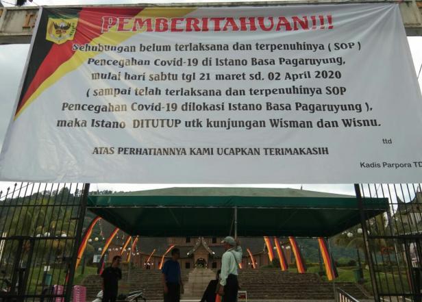 Penutupan Istano Basa Pagaruyung beberapa waktu lalu