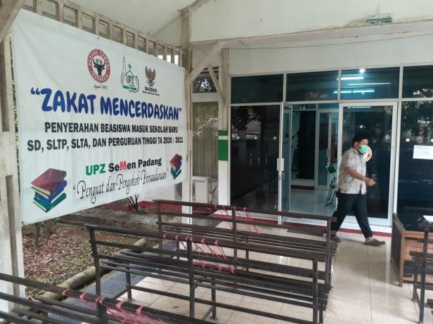 Suasana di Kantor UPZ Baznas Semen Padang. Meski tampak lengang, namun aktivitas penyaluran zakat tetap dilakukan dengan menerapkan protokol kesehatan.