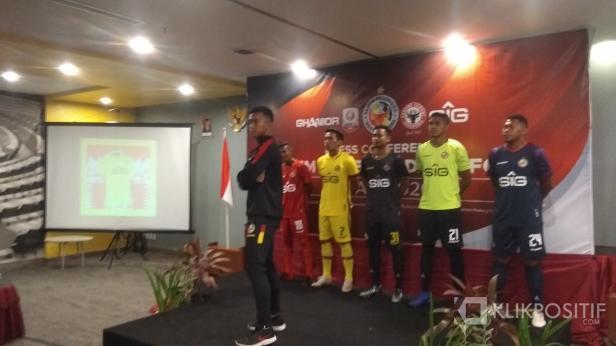 Pemain Semen Padang FC Saat Peluncuran Jersey Kandang dan Tandang