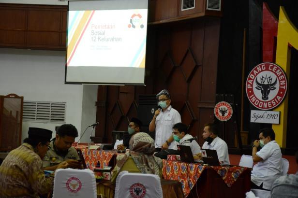 Kepala Unit CSR PT.Semen Padang Muhamad Ikrar pada acara sosialisasi Social Mapping, Senin, 9 November 2020