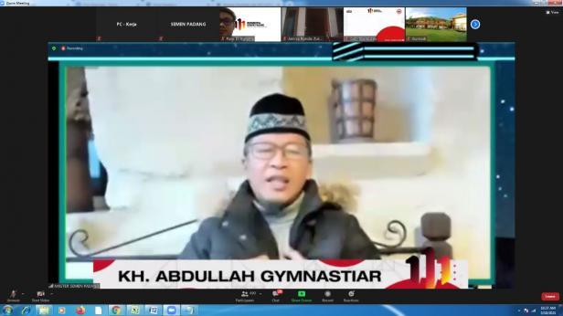 KH.Abdullah Gymnastiar memberikan tausiah melalui aplikasi zoom pada Tabligh Akbar dalam rangkaian HUT PT Semen Padang ke-111, Kamis, 18 Maret 2021.