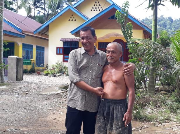 Hati pria tua luluh saat dapat cadaan Bupati Pessel, Rusma Yul Anwar
