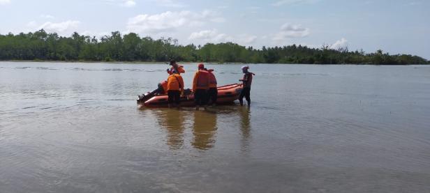 Tim SAR saat melakukan korban yang dilaporkan hilang di Pasir Pelangai Pessel
