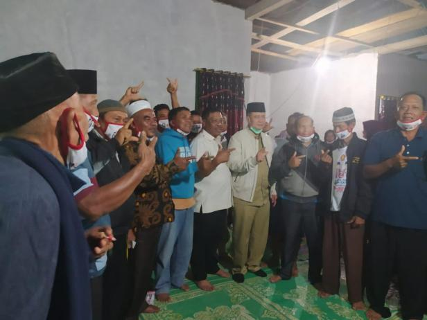 Nasrul Abit bersama masyarakat Pasaman Barat