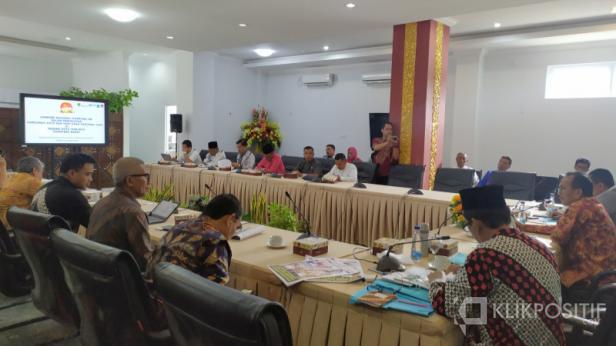 Pertemuan di Rumah Dinas Wako Padang membahas tentang Jambore Nasional Kampung KB dalam Peringatan Harganas XXVI dan Hari Anak Nasional 2020, Jumat (10/01)