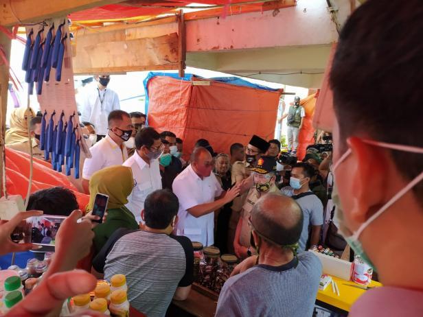 Sandiaga Uno saat mengkampanyekan NA-IC di Pasar Ateh Bukittinggi