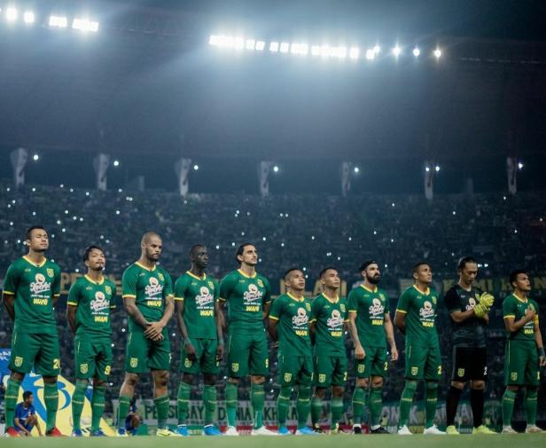 Starting XI Persebaya Surabaya saat melawan Sabah FA di Stadion Gelora Bung Tomo