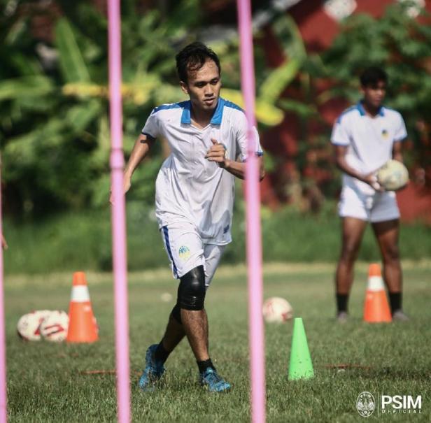 Ichsan Pratama, salah seorang rekrutan anyar PSIM Yogyakarta saat latihan bersama.