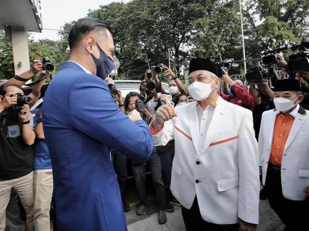 Ketum PD AHY saat bertemu Presiden PKS Ahmad Syaikhu