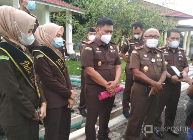 Kepala Kejaksaan Tinggi Sumatera Barat (Sumbar) Anwarudin Sulistiyono saat melakukan kunjungan kerja di Simpang Empat Kabupaten Pasaman Barat