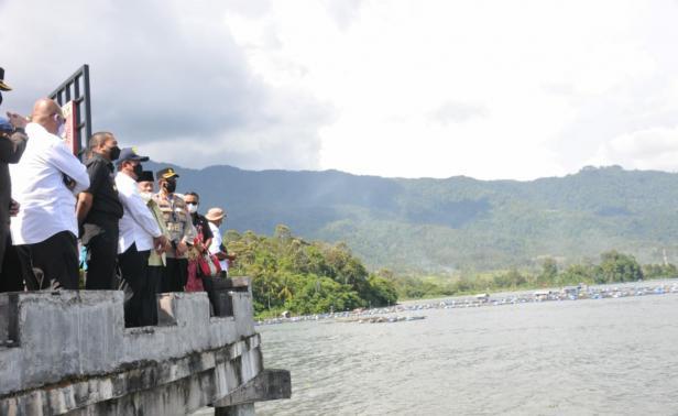 Menteri KKP saat mengunjungi Danau Maninjau