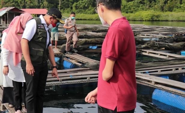 Wakil Gubernur Audy Joinaldy saat melepas ekspor kerapu PT. Andalas Samudra Sejati di Pesisir Selatan ke Hongkong