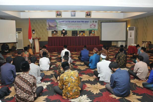 Gubernur Sumbar Irwan Prayitno saat membekali kafilah