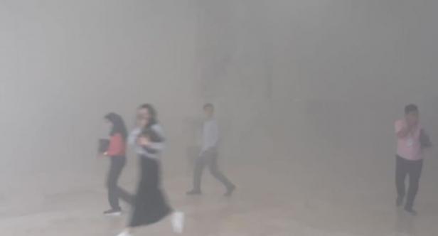 Asap kebakaran di Gedung DPR