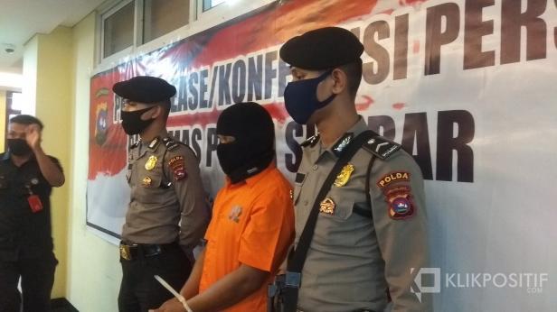 Kolonel Gadungan (baju oranye) di Mapolda Sumbar