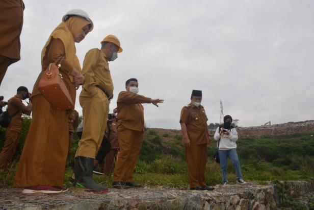 Gubernur Sumbar didampingi Bupati Agam meninjau TPA Regional Payakumbuh
