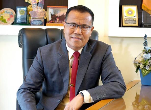 Ketua STMIK Indonesia Padang, Masyhuri Hamidi, SE, M. Si, PhD. CFP.