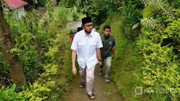 Erman Safar Sedang Berkampanye di Salah Satu Kelurahan