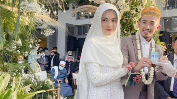 Ustaz Syam El Marusy resmi menikah dengan Jihan Salsabila.