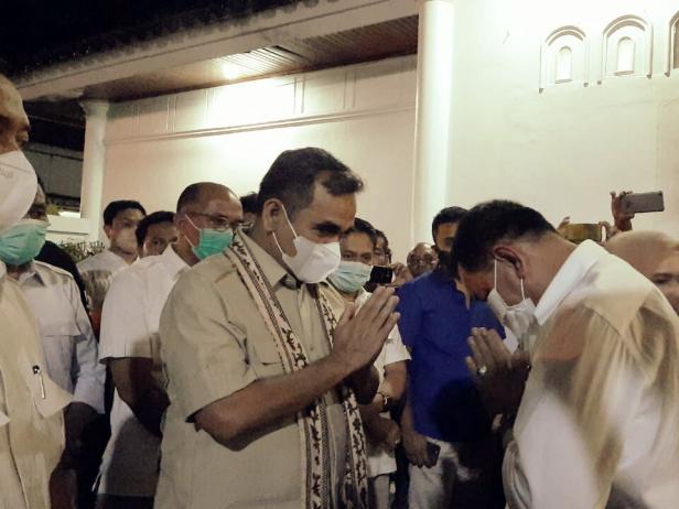 Ahmad Muzani saat disambut Bupati Pessel, Rusma Yul Anwar di Rumah Dinas