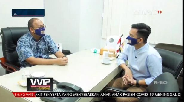 Anggota DPR RI Andre Rosiade dan host VVIP Kompas TV Timothy Marbun berbincang.