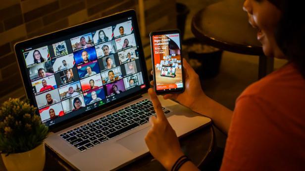 Telkomsel bersama Zoom Video Communications, Inc. (Zoom) secara resmi mengumumkan kolaborasi dalam menghadirkan pengalaman premium berinteraksi secara virtual melalui kehadiran paket bersama Zoom bagi semua pelanggan Telkomsel. Informasi lebih lanjut mengenai kolaborasi ini dapat diakses melalui www