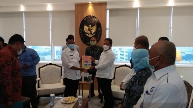 Bupati Pessel, Rusma Yul Anwar bersama Menteri Kelautan dan Perikanan, Sakti Wahyu Trenggono
