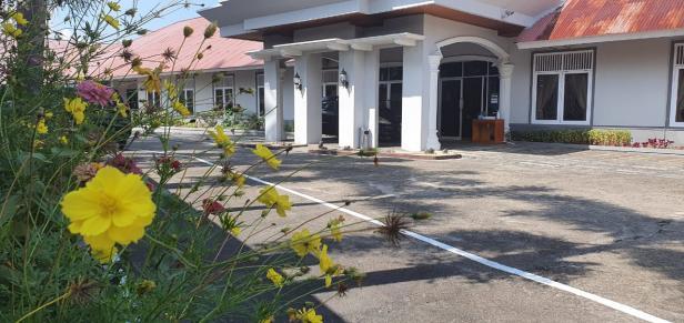 EmerOne Moslem Friendly Hotel Batusangkar yang beralamat di Nagari Baringin Limo Kaum