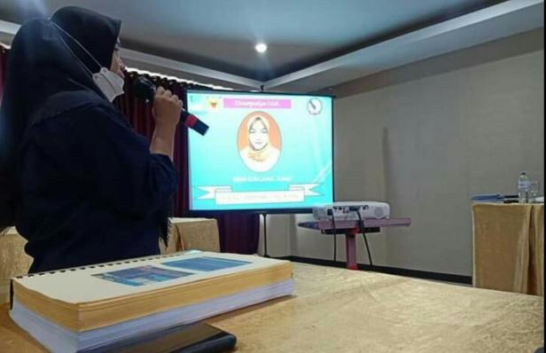 TKSK Sungayang Feni Surgana menyampaikan presentasi saat dinilai Tim Penilai Provinsi Sumbar